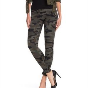Socialite Ruched Sides Camo Print Pull-On Leggings